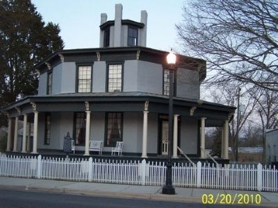The Octagon House image. Click for full size.