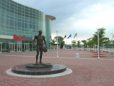 Bart Starr Statue and Resch Center image. Click for full size.