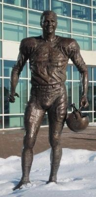 Bart Starr Statue image. Click for full size.