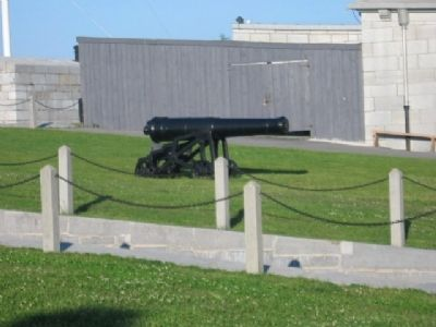 Fort Henry Cannon image. Click for full size.
