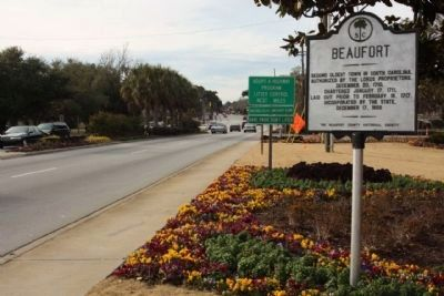 Beaufort Marker, moved to a new location in 2010, looking west along Boundry Street (US 21) image. Click for full size.