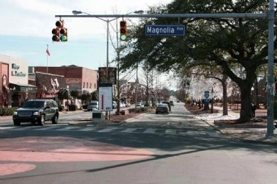 Auburn - Alabama Marker stands in the median on College Street on the left of the photo image. Click for full size.