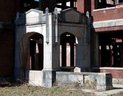 Old Hattiesburg High School -<br>Boy&#39;s Entrance image. Click for full size.