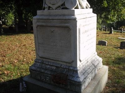 Grave Marker of Admiral David Glasgow Farragut image. Click for full size.