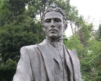 Closeup of Nikola Tesla statue image. Click for full size.