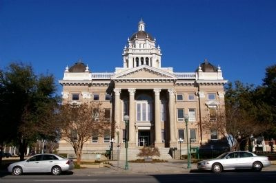 Lowndes County Courthouse image. Click for full size.