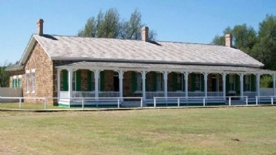 Fort Larned Officers' Quarters image. Click for full size.