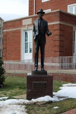 Jimmy Stewart Statue image. Click for full size.