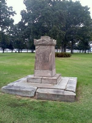 Major John Saunders Monument image. Click for full size.