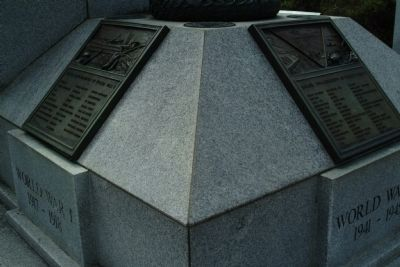 Close View of World War I and World War II Plaques image. Click for full size.