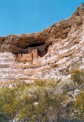 Montezuma Castle in 2002 image. Click for full size.