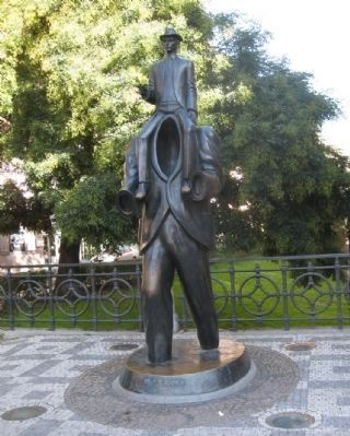 Statue of Franz Kafka image. Click for full size.
