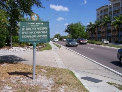 Yellow Bluffs Marker, looking north image. Click for full size.