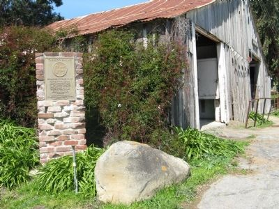 Garrod Farms Marker and Antique -1903 Barn image. Click for full size.