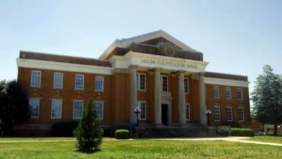 Second Saluda County Courthouse (1918) image. Click for full size.