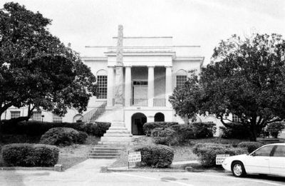 Colleton County Courthouse image. Click for full size.