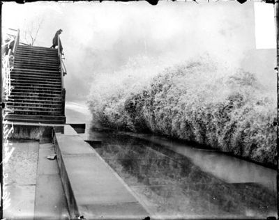 Wave breaking on the shore of Lake Michigan by Lincoln Park image. Click for full size.