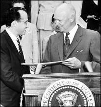 Dr. Jonas Salk receiving a Gold Medal from President Eisenhower image. Click for full size.