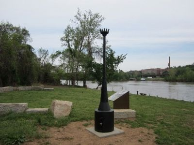 Mechanics of Slavery Marker facing upriver image. Click for full size.