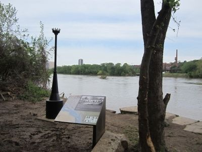 Despair of Slavery Marker facing upriver image. Click for full size.