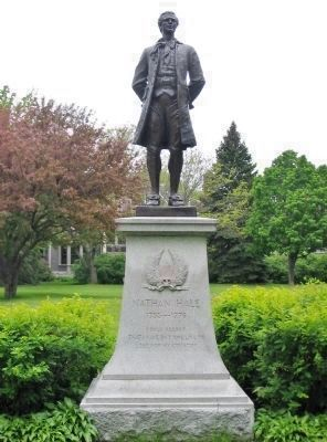 Nearby Revolutionary War Memorial image. Click for full size.