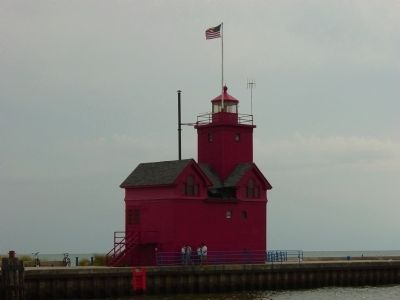 Holland Harbor Lighthouse image. Click for full size.