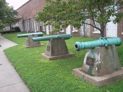 Guns at Fort Monroe image. Click for full size.