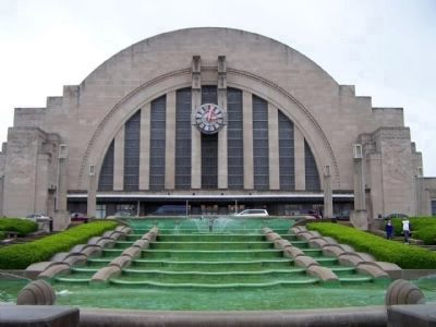 Cincinnati Union Terminal and water fountains image. Click for full size.