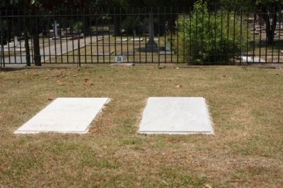 Carl Vinson (l) Mary Green Vinson (r) graves at Memory Hill Cemetery image. Click for full size.