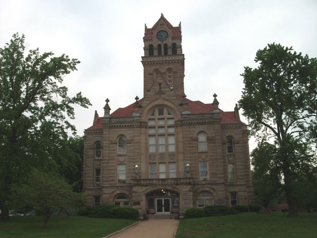 South Entrance Side - - Starke County Courthouse image. Click for full size.