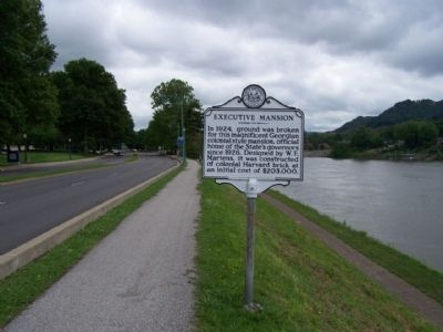 Executive Mansion Marker, as seen looking east along Kanawha Blvd East (US 60) image. Click for full size.