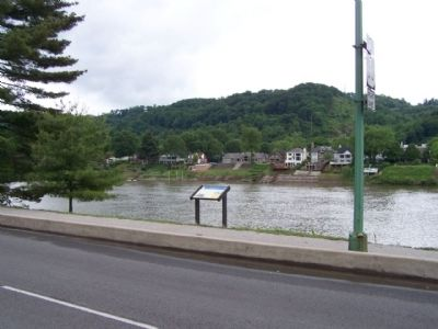 The 35th Star Marker, seen along Kanawha Blvd. E. image. Click for full size.