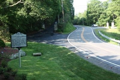 Elliott Daingerfield Marker, southbound view image. Click for full size.