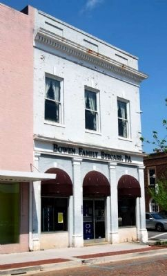 Farmers Bank of Abbeville County (ca. 1924)<br>100 Trinity Street image. Click for full size.