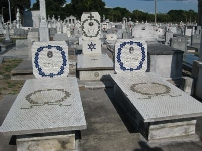 Mosaic Tilework at La Unione Italiana Cemetery image. Click for full size.