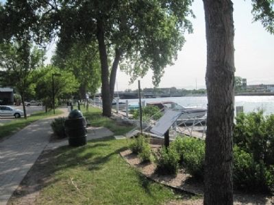 Marker, Fox River and Ray Nitschke Bridge in distance image. Click for full size.