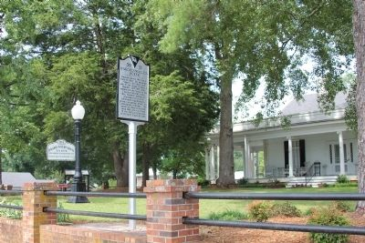 Marker in Front of the Hagood-Mauldin House image. Click for full size.
