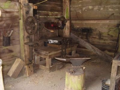 Blacksmith Anvil image. Click for full size.
