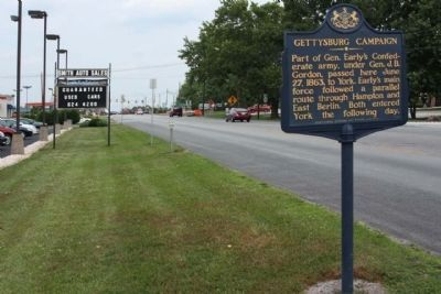 Gettysburg Campaign Marker, looking east along York Road (US 30) image. Click for full size.
