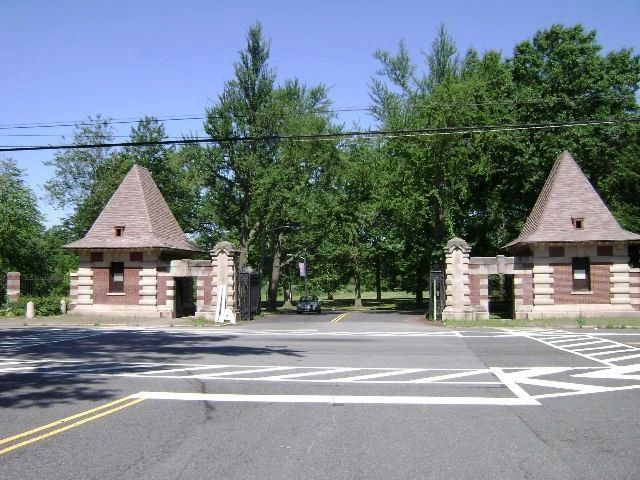 The Ballantine Gates at the entrance to Branch Brook Park. image. Click for full size.