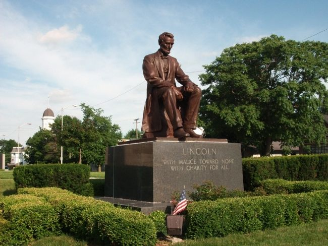 Abraham Lincoln Statue - - North/East Lawn - (A few steps away.) image. Click for full size.