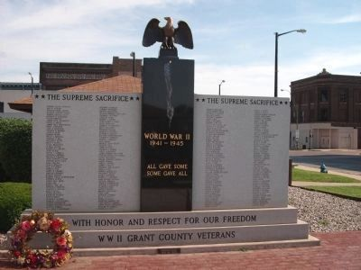 WW II Grant County (Indiana) Veterans Memorial image. Click for full size.