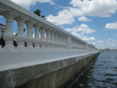 Bayshore Balustrade and Seawall image. Click for full size.