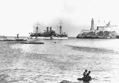 The Maine entering Havana harbor image. Click for full size.