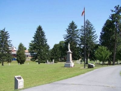 Washington Confederate Cemetery and Confederate Memorial image. Click for full size.
