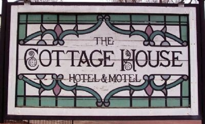 The Cottage House Hotel and Motel Sign image. Click for full size.