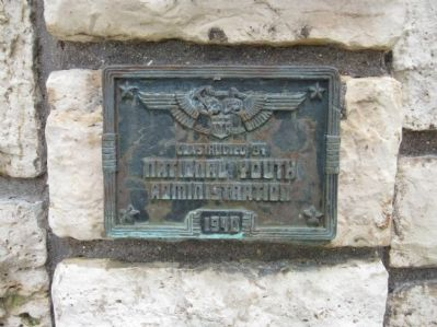 Small Plaque below Marker image. Click for full size.