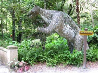 Giant Ground Sloth at Dunlawton Sugar Mill Botanical Gardens image. Click for full size.