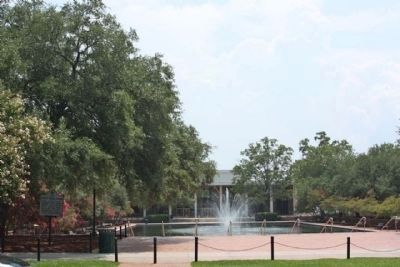 Site of Parade Ground Marker, (L) in front of Thomas Cooper Library, University of South Carolna image. Click for full size.