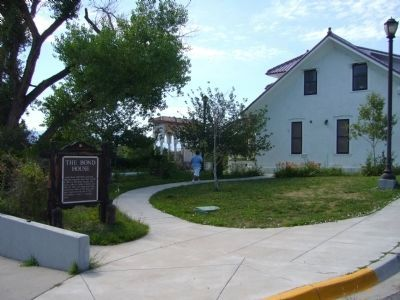 Side View of The Bond House and the Marker image. Click for full size.